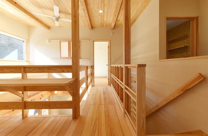 木と吹き抜けで開放的な家(長期優良住宅)